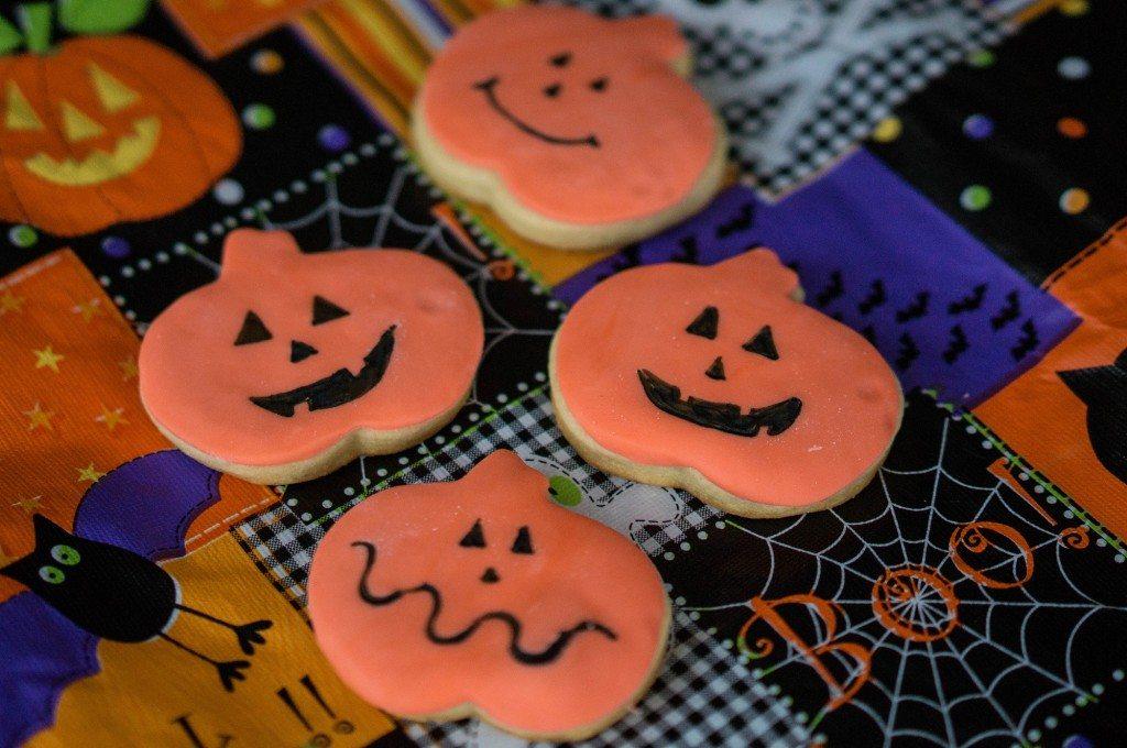 Easy Spooky Halloween Pumpkin Cookies