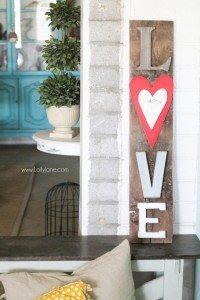 Super-Cute-Rustic-LOVE-letters-barnwood-sign
