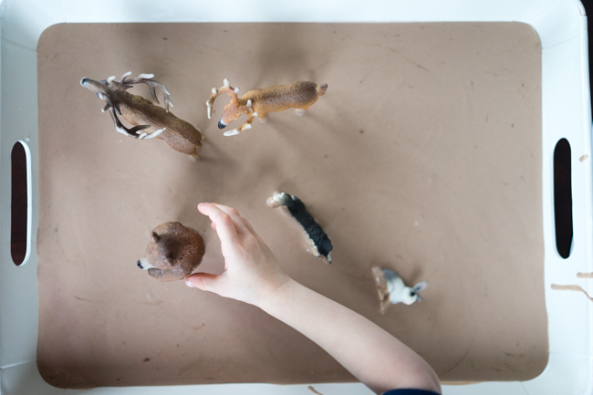 How to make play mud - a sensory activity
